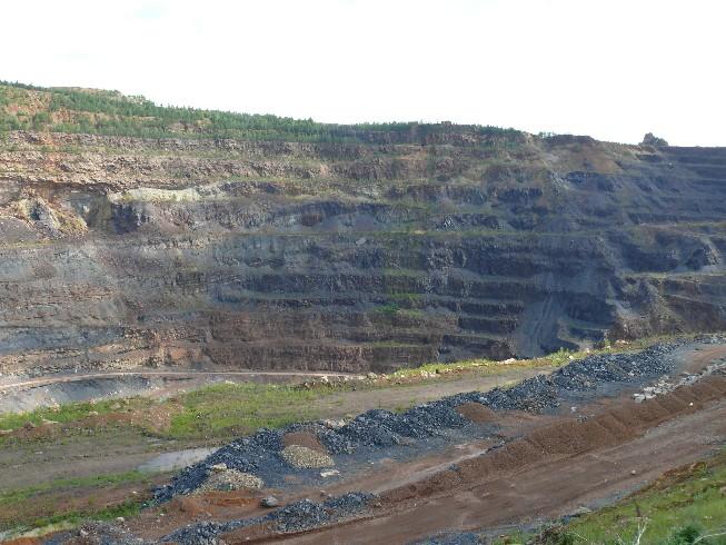 Lielākais no Urālos apmeklētajiem dzelzs rūdas ieguves karjeriem