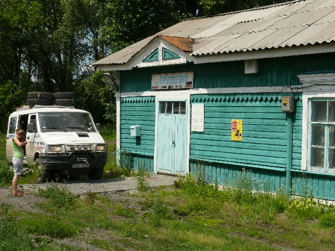Apciemojam nelielu dzelzceļa staciju