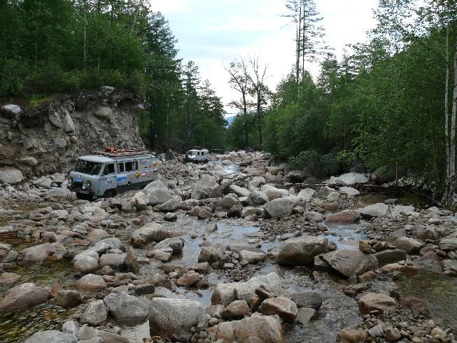 Trīs braslu sērija un braukšana gar upes stāvkrastu