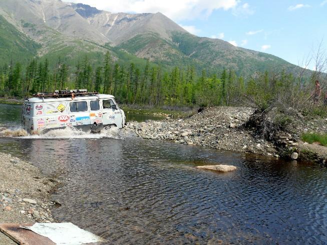 Izskalotās caurtekas šķērsošana pie grants karjeru ezeriem
