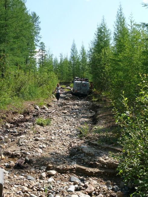 Kāpums uz kalnu pāreju vietā, kur salūza fillmore aizmugurējais tilts